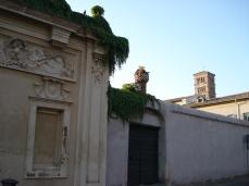 brama z dziurką od klucza z widokiem na Watykan