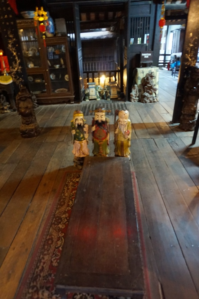 dom Phun Hung - trzej bogowie