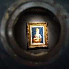 Tajemnicza dama zamknięta na trzy spusty - ciekawe ile jest warta!