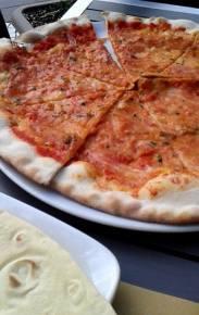 pizza z jeżowcami, jednak bez kolców